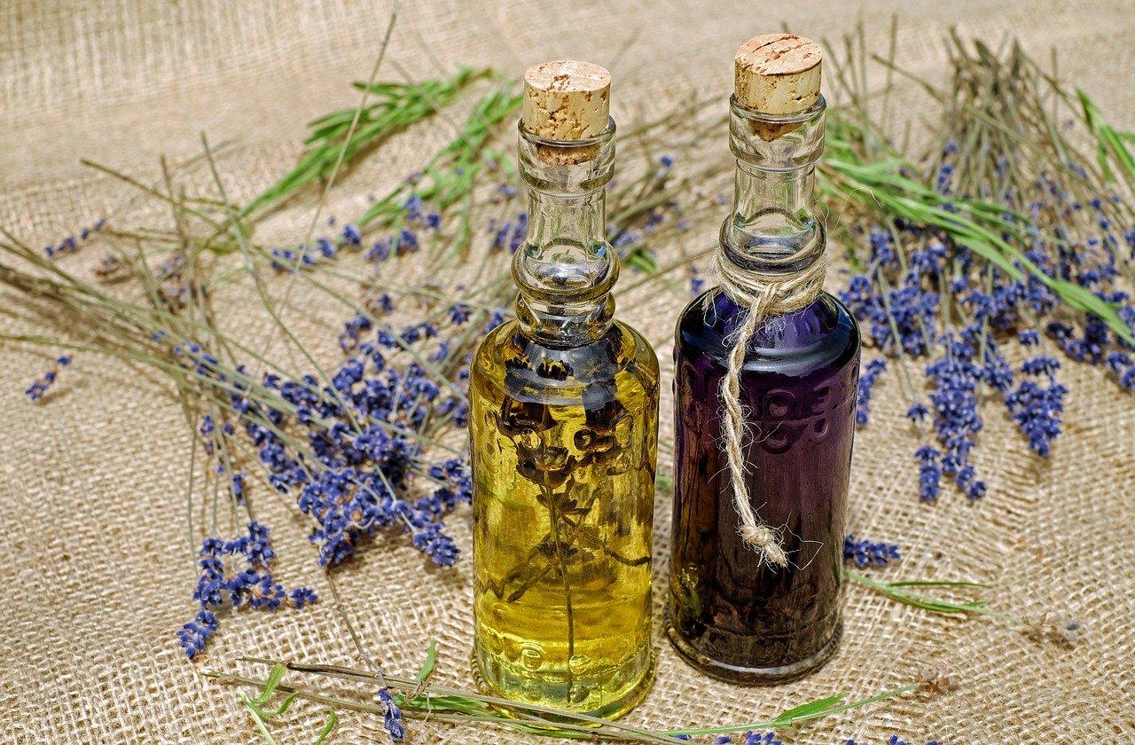 bouteilles d'huiles essentielles biologiques